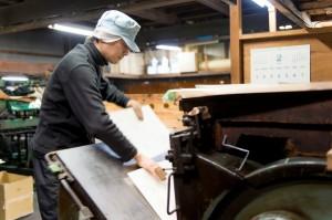 化粧箱、紙箱製作の熟練の職人2