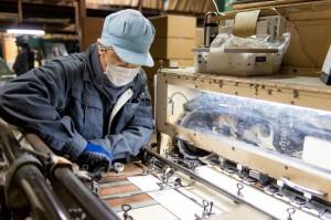 化粧箱、紙箱製作の熟練の職人1